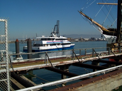 alamedas_ferry_departing_400